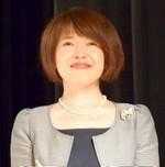 九州地区3会場の司会者:杉田愛子さん.jpg