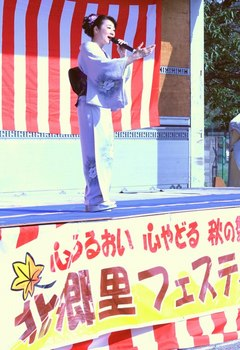 入山アキ子6.jpg