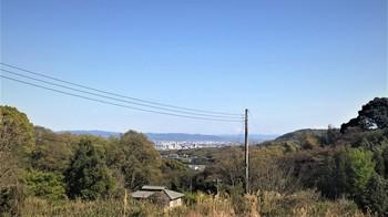 歌を歩く・勝持寺からの街並.jpg