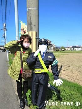 歌を歩く・警察官.jpg