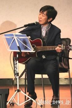 福島はじめ・ギター.jpg