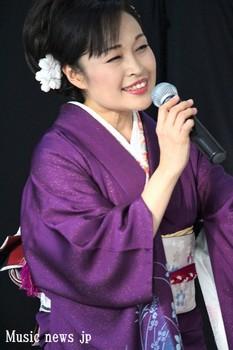 秋山涼子 2.jpg